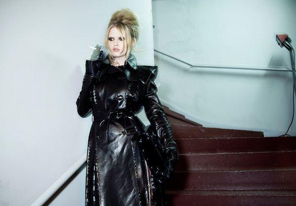 057 Lara Stone in GAULTIER haute couture fw09-10 photo Mathieu Baumer