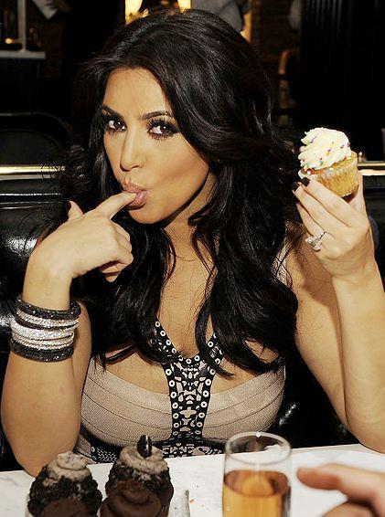 kim kardashian celebrates khloe kardashians birthday