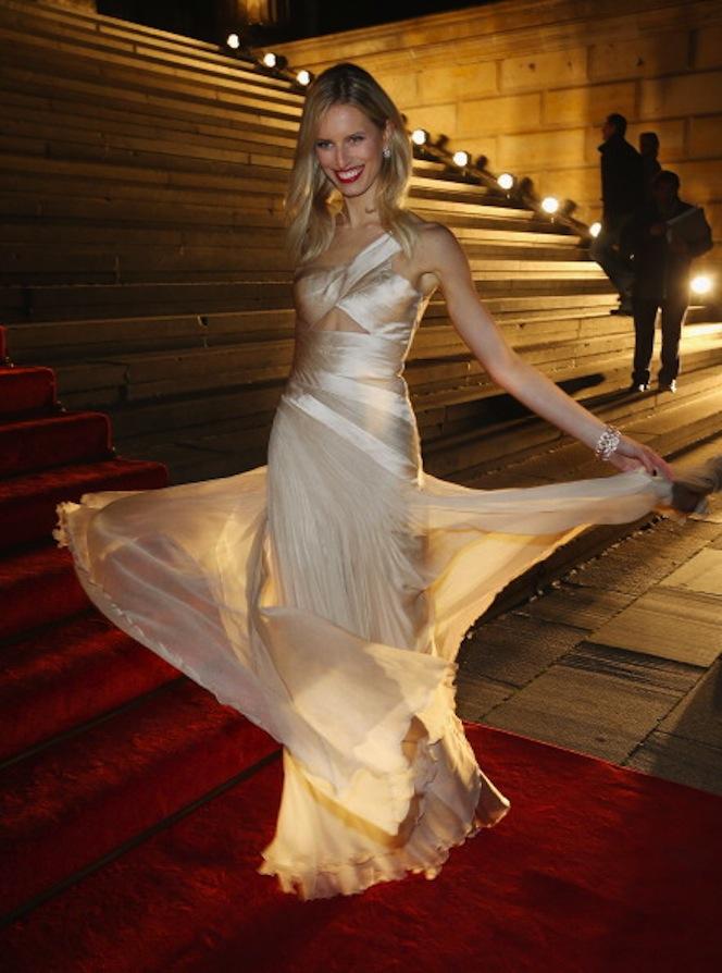 KAROLINA KURKOVA at Prix Montblanc in carlos miele on FashionDailyMag