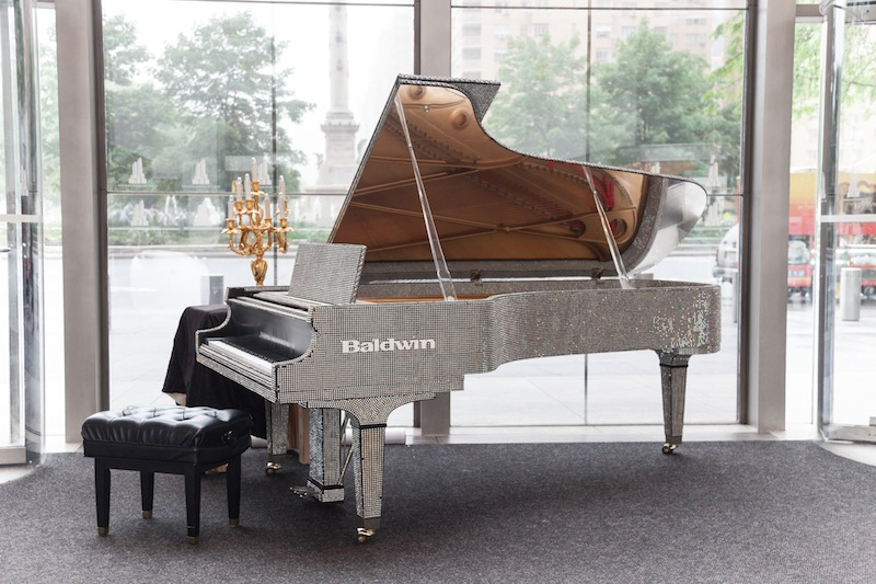 Liberace Piano-Moet and Chandon Toasts HBO's Behind the Candelabra fashiondailymag 1
