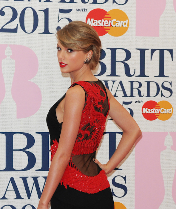 taylor swift brit awards roberto cavalli  Fashiondailymag 2