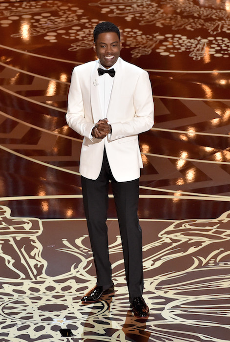 chris rock at academy awards in burberry | fashiondailymag