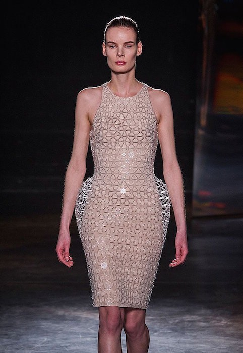 IRIS VAN HERPEN fw16 FashionDailyMag sel 1b