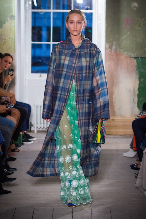 Burberry September 2017 Collection - Look 8