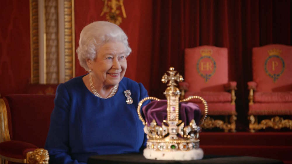 HER MAJESTY THE QUEEN :: ST EDWARDS CROWN 65th coronation SMITHSONIAN : FASHIONDAILYMAG
