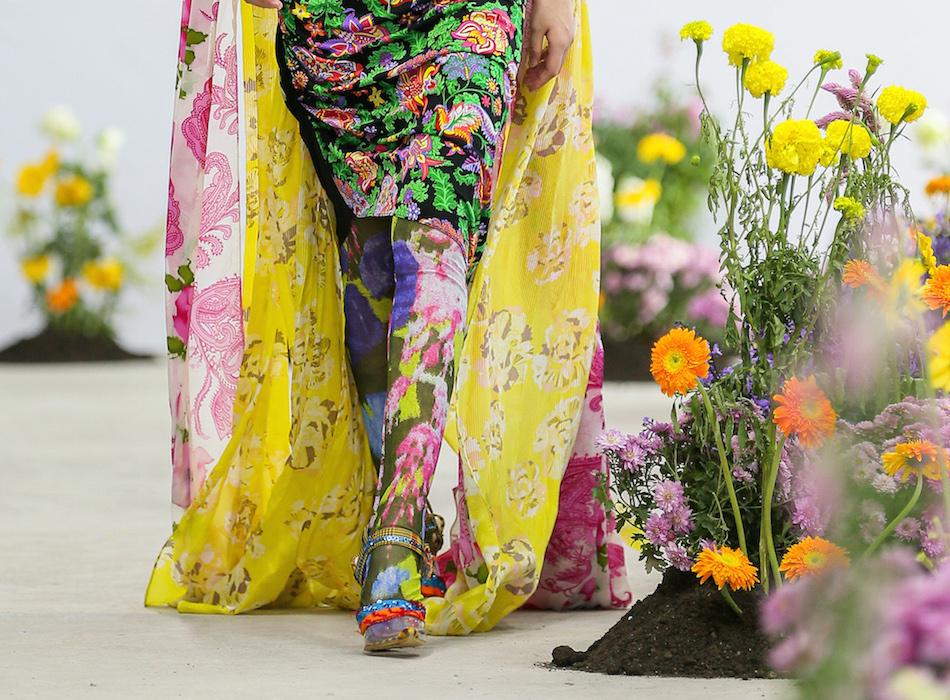 SHUTINGQIU_SS20_Look22 b SHANGHAI RUNWAY faves FashionDailyMag Brigitteseguracurator