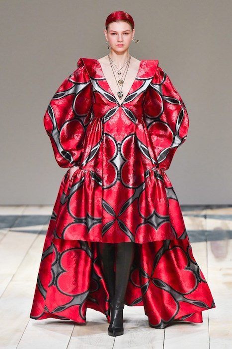 Alexander McQueen fall 2020 paris fashion week photo Imaxtree FASHIONDAILYMAG brigitteseguracurator 12